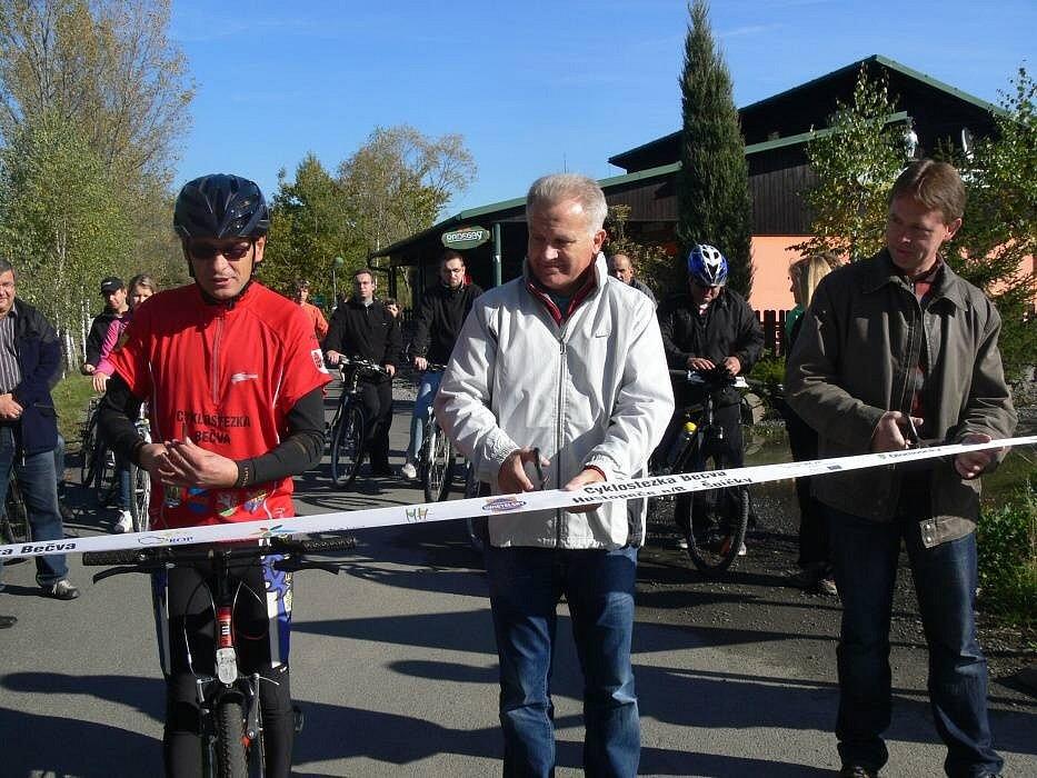 V Hustopečích nad Bečvou se v pátek otevřel nový úsek Cyklostezky Bečva