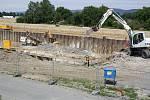 Výstavba retenční nádrže v Hranicích vedle splavu u Bečvy
