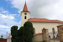 Hřbitov a kostel ve Špičkách.