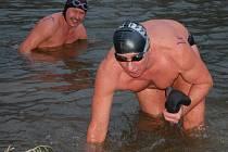 Vánoční koupel zimních plavců TJ Haná Prostějov provází každoročně skvělá nálada všech účastníků i přihlížejících diváků.