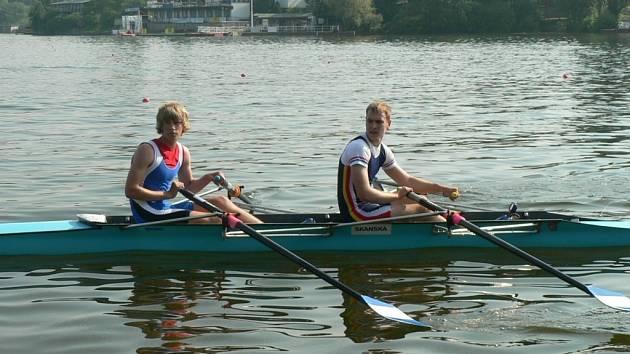 Tomáč Vodrák (vlevo) si svými výkony zasloužil nominaci nejen na závody CEFTA, ale v srpnu by se měl zúčastnit i společného sportovního kempu vybraných německých a českých veslařů.