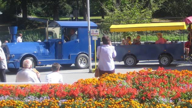 Autovláček bude jezdit na trace Hranic - Teplice a zpět.