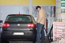 Jednotlivé čerpací stanice pohonných hmot nabízejí benzin a naftu v jiné ceně. Rozdíly mohou činit až necelé dvě koruny.