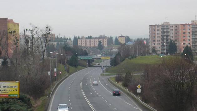 Doslova rozříznuté na dvě půlky jsou Hranice po stavbě hlavní silnice mezi Olomoucí a Ostravou.