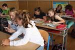 Moderní technologie využila Jana Březinová v rámci výuky angličtiny. Podařilo se jí spojit zároven zeměpis a angličtinu a navázala spolu s dětmi přátelské vztahy se švédskou školou.