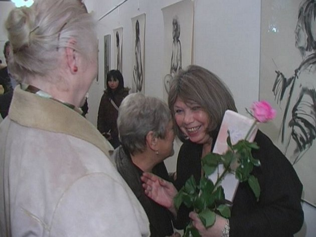 Marta Tomancová přijala na vernisáži mnoho gratulací.