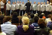 Patnáctý ročník Valentova hudebního podzimu zahájil v Bělotíně Mužský pěvecký sbor Vítkovice pod vedením dirigenta Stanislava Strouhala.