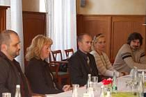 V Přerově se sešli u kulatého stolu zástupci vládní Agentury pro sociální začleňování v romských lokalitách, města a policie.