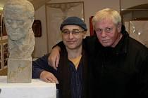 Busty Ládi Kerndla vyrobil hranický sochař Marek Ludmila