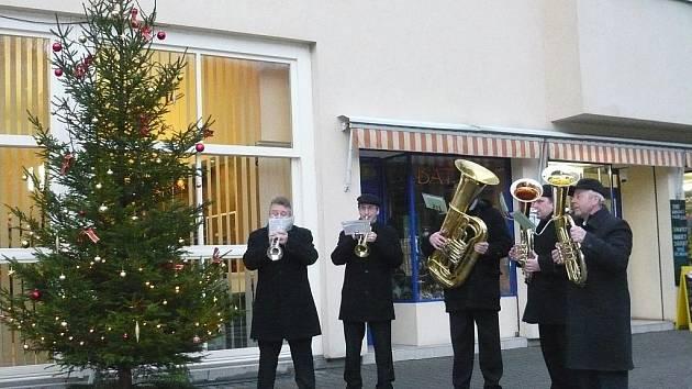 Vánoční koledy zněly v lázních i na zámku
