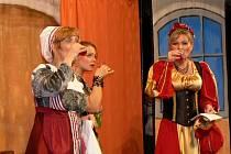Divadelní soubor Tyl Drahotuše zahrál Shakespearovu hru Veselé paničky windsorské