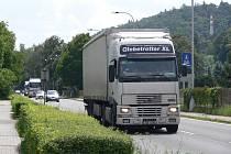Na Smetanově nábřeží se zmírnila intenzita dopravy, obyvatele však stále trápí velké množství projíždějících kamionů