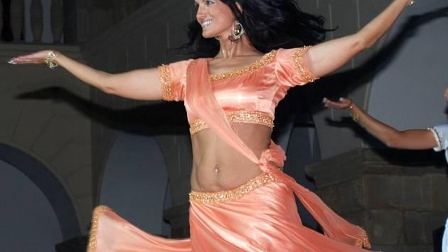 Tanečnice a lektorka Lenka Ondruchová vystupuje pod uměleckým jménem Farídah.