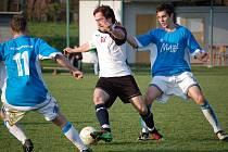 Fotbalisté Želatovic (v modrém) doma remizovali s Hněvotínem 3:3.
