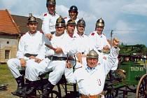 Současný sbor v dobových uniformách.