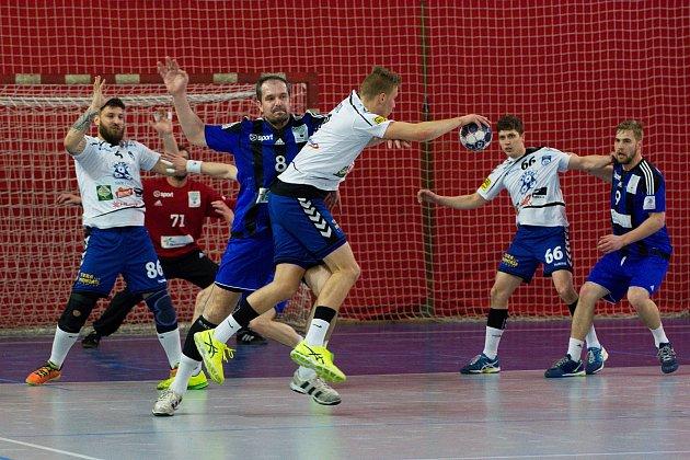 Házenkáři Hranic (v modrém) proti Litovli.