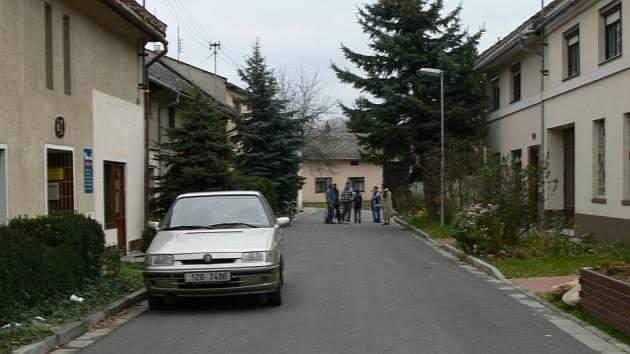 Silnici i osvětlení nechala hulínská radnice opravit v tamní ulici B. Němcové.