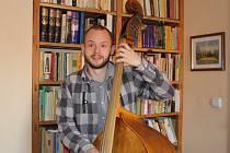 Sedmadvacetiletý muzikant Matěj Černý koncertoval po celém světě po boku významných hudebníků