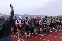 Hranickou dvacítku, hlavní běh sobotní akce, letos odstartoval zastupitel Miroslav Wildner