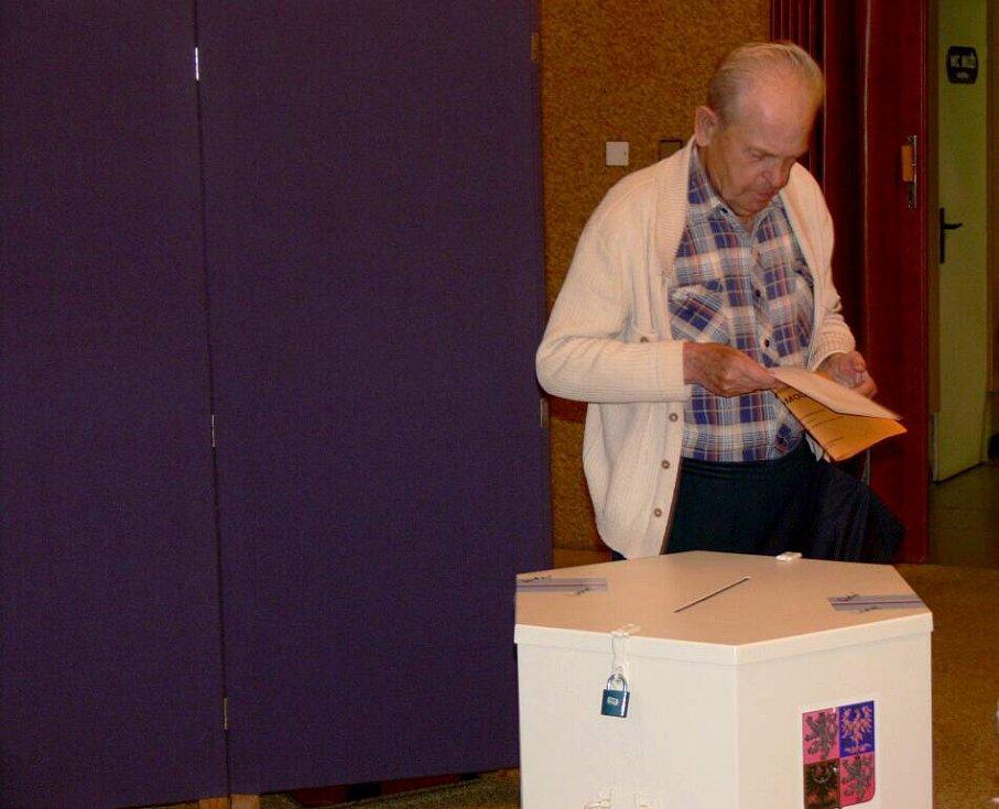 Obyvatelé volebního okrsku číslo 11 šli volit přímo do Domova seniorů v Hranicích