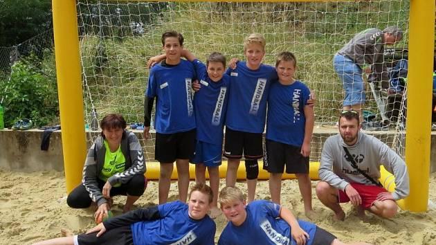 Mladší žáci Cementu na turnaji v plážové házené