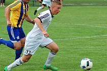 Fotbalisté Ústí (v bílém). Ilustrační foto