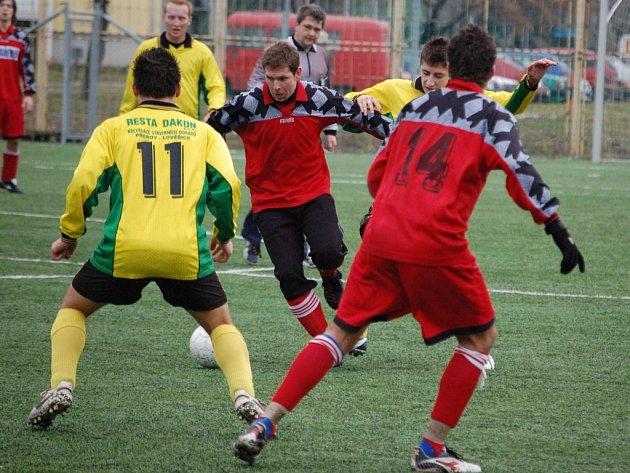 Fotbalisté 1. FC Přerov si ve svém premiérovém utkání na turnaji lehce poradili s Újezdcem.
