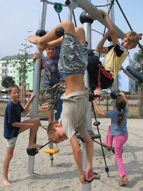 Dětská hřiště splňují stanovené normy.