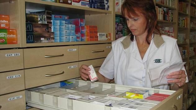 S několika recepty současně chodí teď do lékáren hlavně starší lidé.