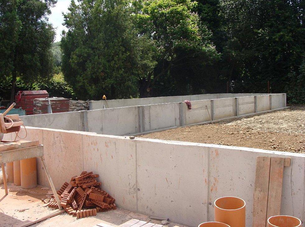 Program regenerace městského parku Michalov se pomalu chýlí ke konci. V současné době probíhá v parku rekonstrukce zchátralých skleníků, na podzim se začne se stavbou vodního jezírka.