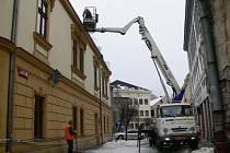 Ekoltes odstraňuje sníh z hranických střech
