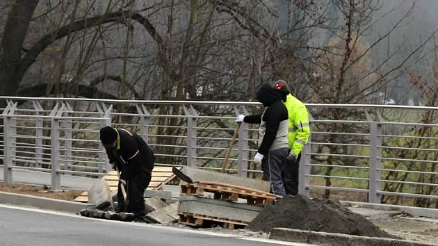 Oprava chodníku z Hranic do Teplic nad Bečvou