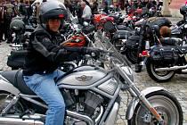 Motorkáři na hranickém náměstí. Ilustrační foto