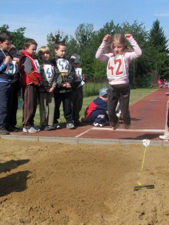 Za slunečného počasí vyrazili ve středu reprezentanti mateřinek z Hranic a okolí na olympiádu. Konala se jako tradičně na hřišti ZŠ Šromotovo.