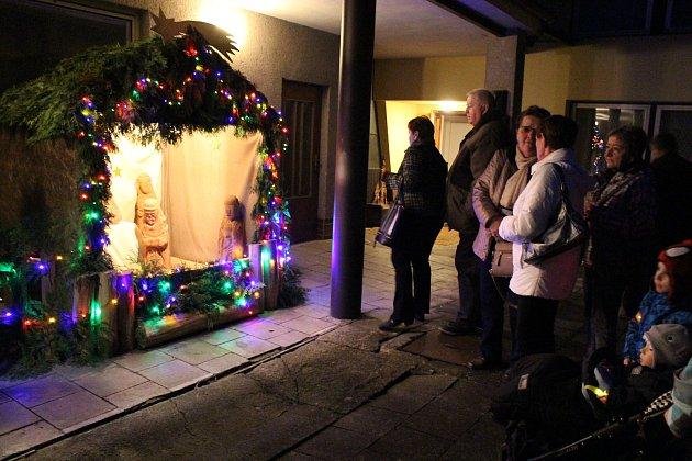 V hranické Galerii M+M začala v pátek 24. listopadu Výstava Betlémů a vánočních tradic. Příjemnou atmosféru zpestřil svým zpěvem dětský pěvecký sbor Cantabile.