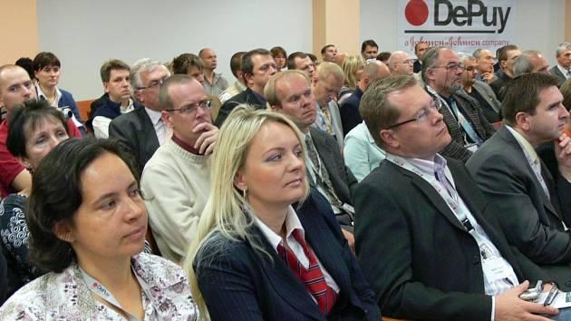 Dvoudenní kongres Moravské ortopedické dny pokračuje i dnes.