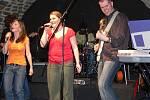 Hranická kapela Feekus složená z mladých studentů přilákala desítky teenagerů.