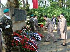 Zástupci přerovského magistrátu a představitelé různých organizací uctili ve čtvrtek památku obětí Přerovského povstání. Jeden z pietních aktů se konal u pomníku v Olomouci - Lazcích, kde bylo 2. května 1945 popraveno celkem jedenadvacet osob.