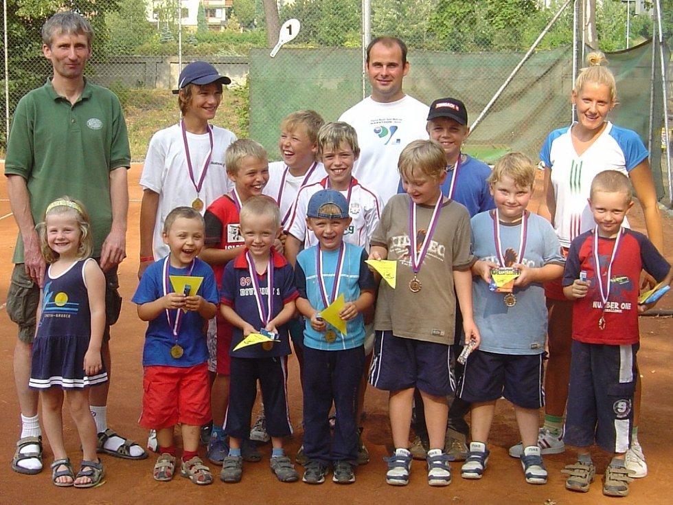 Odměnou pro malé tenisty byly diplomy a medaile.