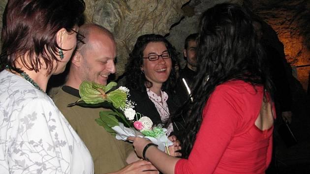 Pod názvem Last City začala ve Zbrašovských aragonitových jeskyních v Teplicích nad Bečvou neobvyklá výstava. Její autorkou je německá výtvarnice Anke Binnewerg.