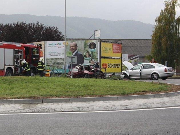Na kruhovém objezdu u Drahotuš došlo k vážné dopravní nehodě.