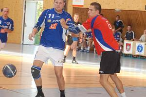 Michal Jurka (č. 11) ani jeho kostelečtí spoluhráči na mladíky z mistrovské Karviné nestačili.