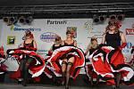 Tři dny plné zábavy si užili lidé v Hustopečích nad Bečvou,  kde se konal již patnáctý ročník Hustopečských dnů.  Sobotní odpoledne začalo slavnostním průvodem obcí, a pak se na pódiu v areálu zámku představily místní soubory - od břišních tanečnic přes m