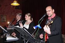 Kapela Minimax hrála k tanci a poslechu na hasičském plese v Klokočí.