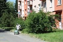 Obyvatelé sídliště Struhlovsko se díky upozornění Deníku dočkali předláždění chodníků