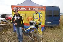 Jezdci z Velké Martin Kuchař (vlevo) a Bohumil Michálek brali pozice na bedně ve Vřesové u Sokolova.