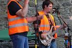Na prvním rockovém festivalu na hradě Helfštýně vystoupila v sobotu i kapela Spocená uklízečka z Přerova.