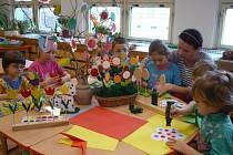Děti z Míčku vyráběly velikonční dekorace.