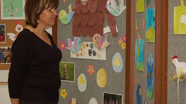Výrobky dětí jsou k vidění v informačním centru.