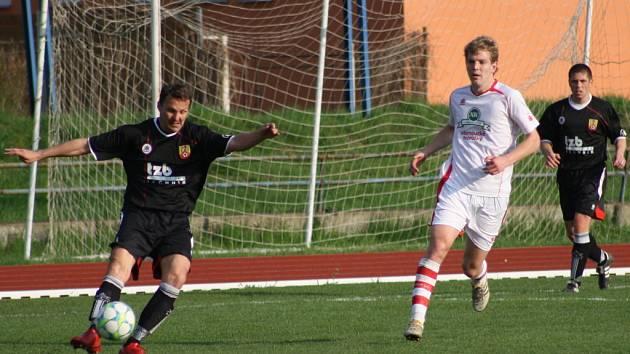Fotbalisté SK Hranice (v černých dresech). Ilustrační foto